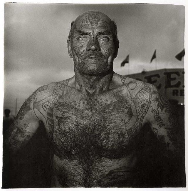 Diane Arbus, Tattooed Man at a Carnival, Md. 1970. Source: reelfoto.blogspot.com